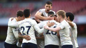 Man City sink Arsenal to extend winning run