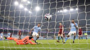 Manchester City beat Wolves to earn 21st successive win